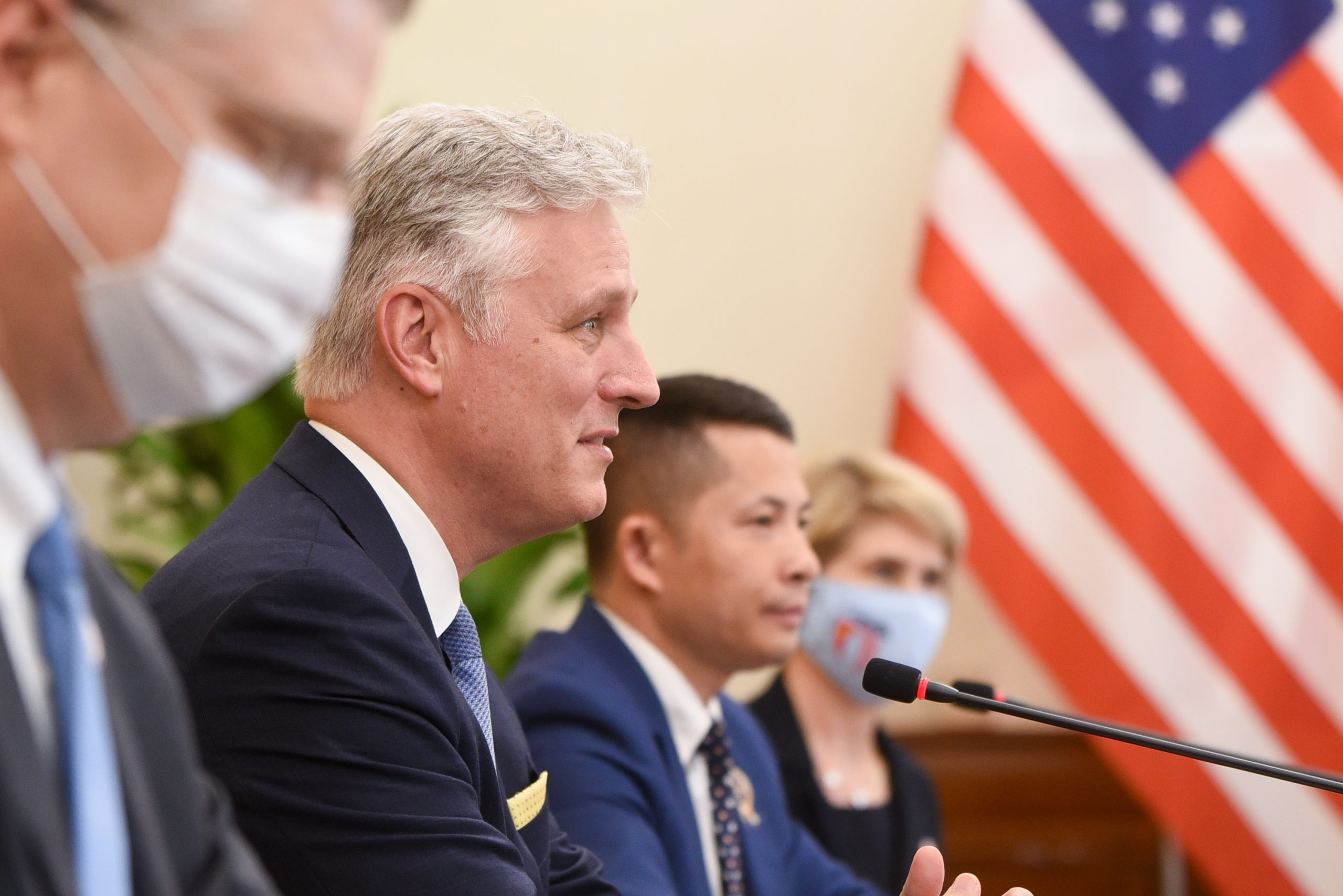 Cố vấn an ninhTổng Thống Trump yêu cầuCSVN hạn chế nhập cảng các lô hàng của Trung Cộng để tránh thuế