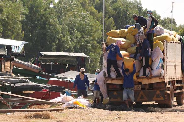 Thủ Tướng CSVN tuyên bố Việt Nam là điểm tựa lương thực cho nhiều quốc gia nhưng vẫn nhập cảng 1.5 triệu tấn lúa của Cambodia