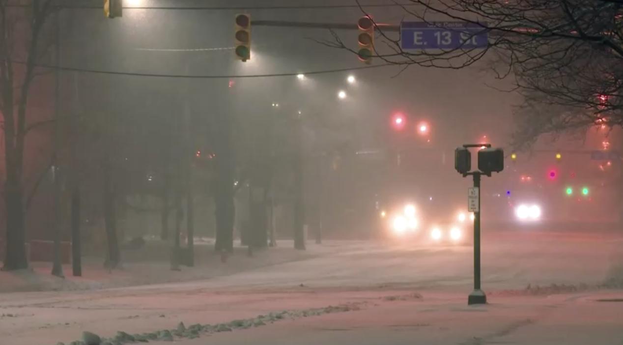 Một Giáng Sinh lạnh, ẩm ướt và trong bóng tối của hàng trăm ngàn người vùng Đông Bắc Hoa Kỳ