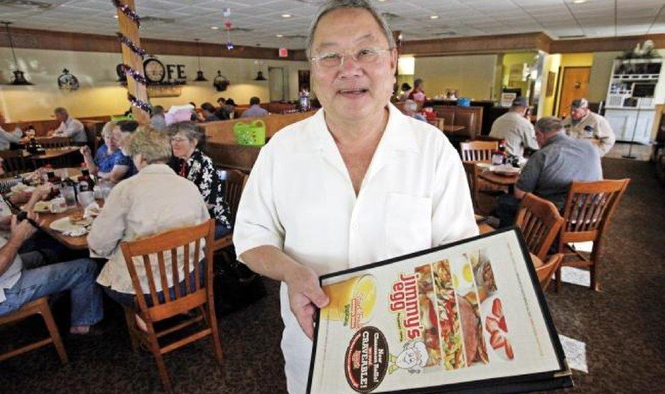 Chủ nhà hàng Jimmy's Egg qua đời vì COVID-19
