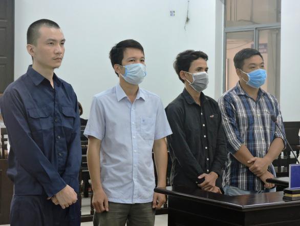 """3 công an bị truy tố vì làm giả giấy tờ cho người Trung Cộng """"biến"""" thành người Việt Nam"""