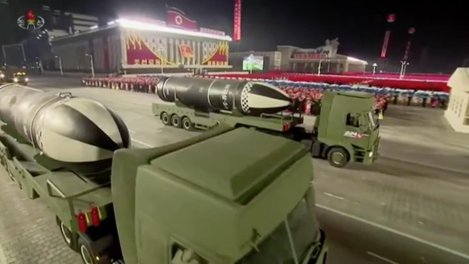 Bắc Hàn phô trương hỏa tiễn phóng từ tàu ngầm mới sau đại hội đảng hiếm hoi
