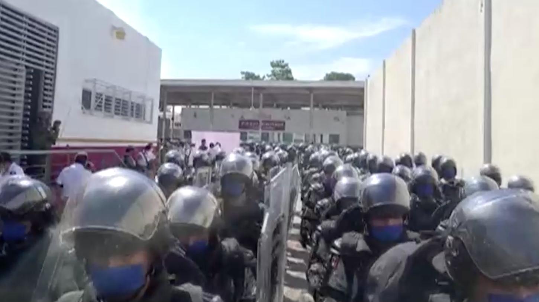 Mexico bố trí cảnh sát và binh sĩ khi đoàn di dân Honduras tiến về phía bắc đến Hoa Kỳ