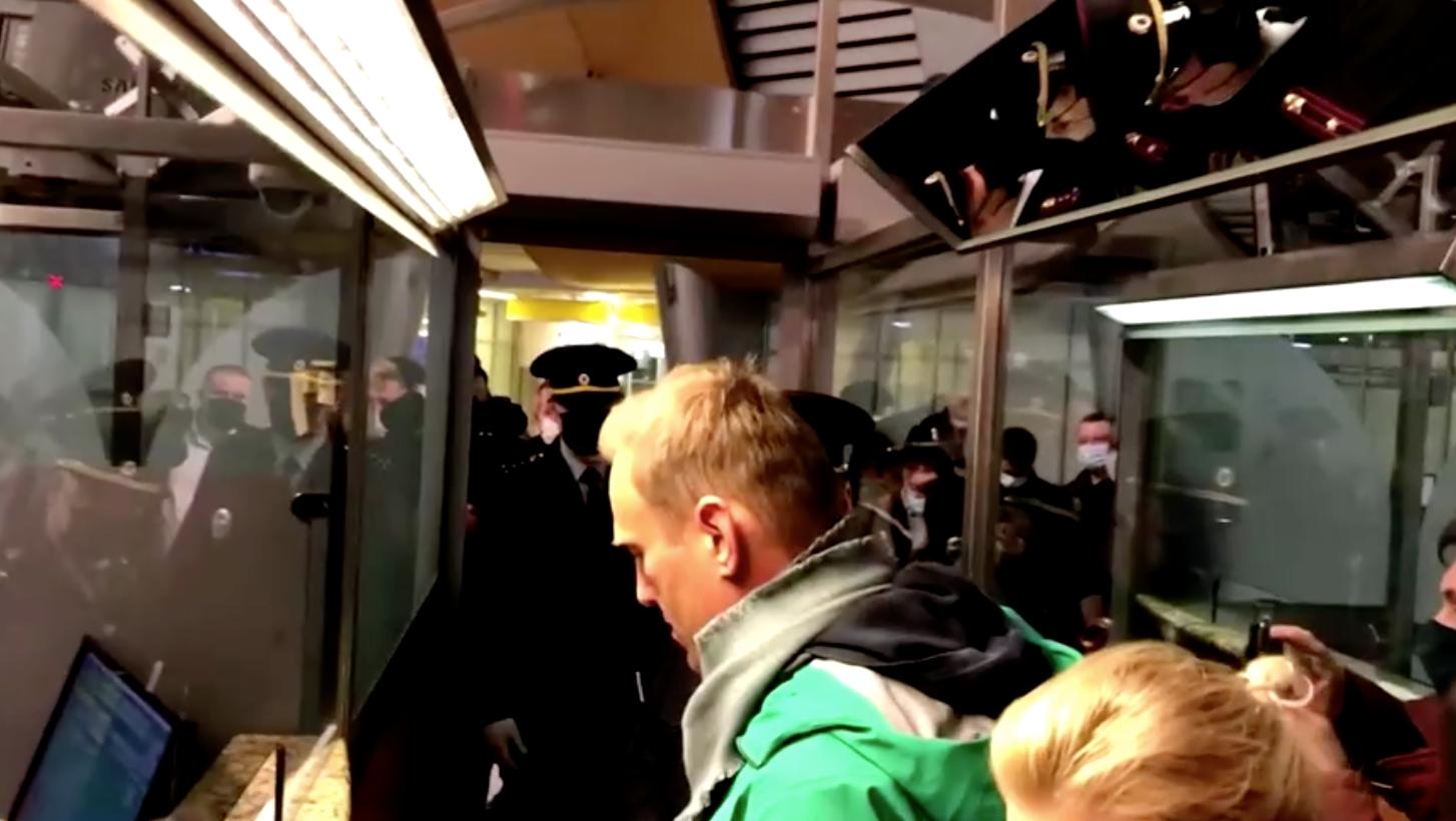 Nga bắt giữ nhà phê bình điện Kremlin Alexei Navalny
