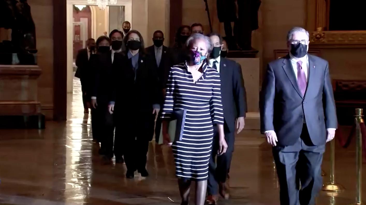 Hạ Viện đưa chuyển tài liệu luận tội cựu Tổng Thống Trump lên Thượng Viện