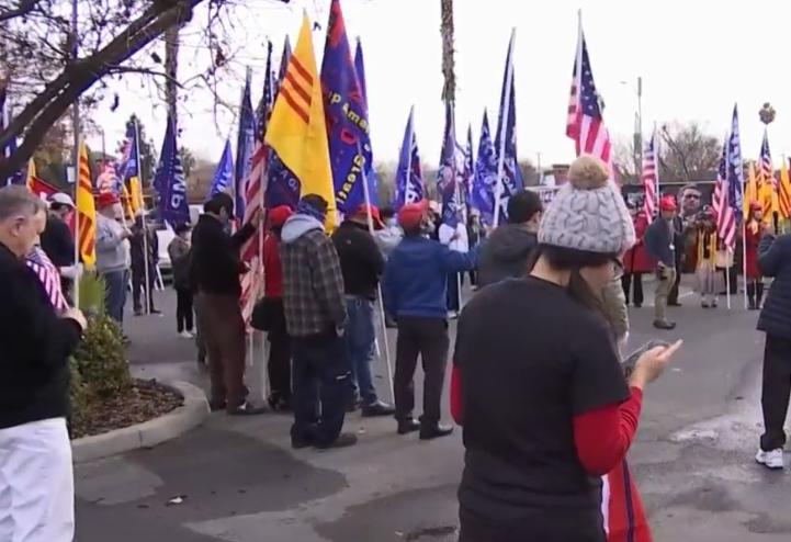 Người Mỹ gốc Việt ủng hộ Tổng Thống Trump tuần hành ở San Jose
