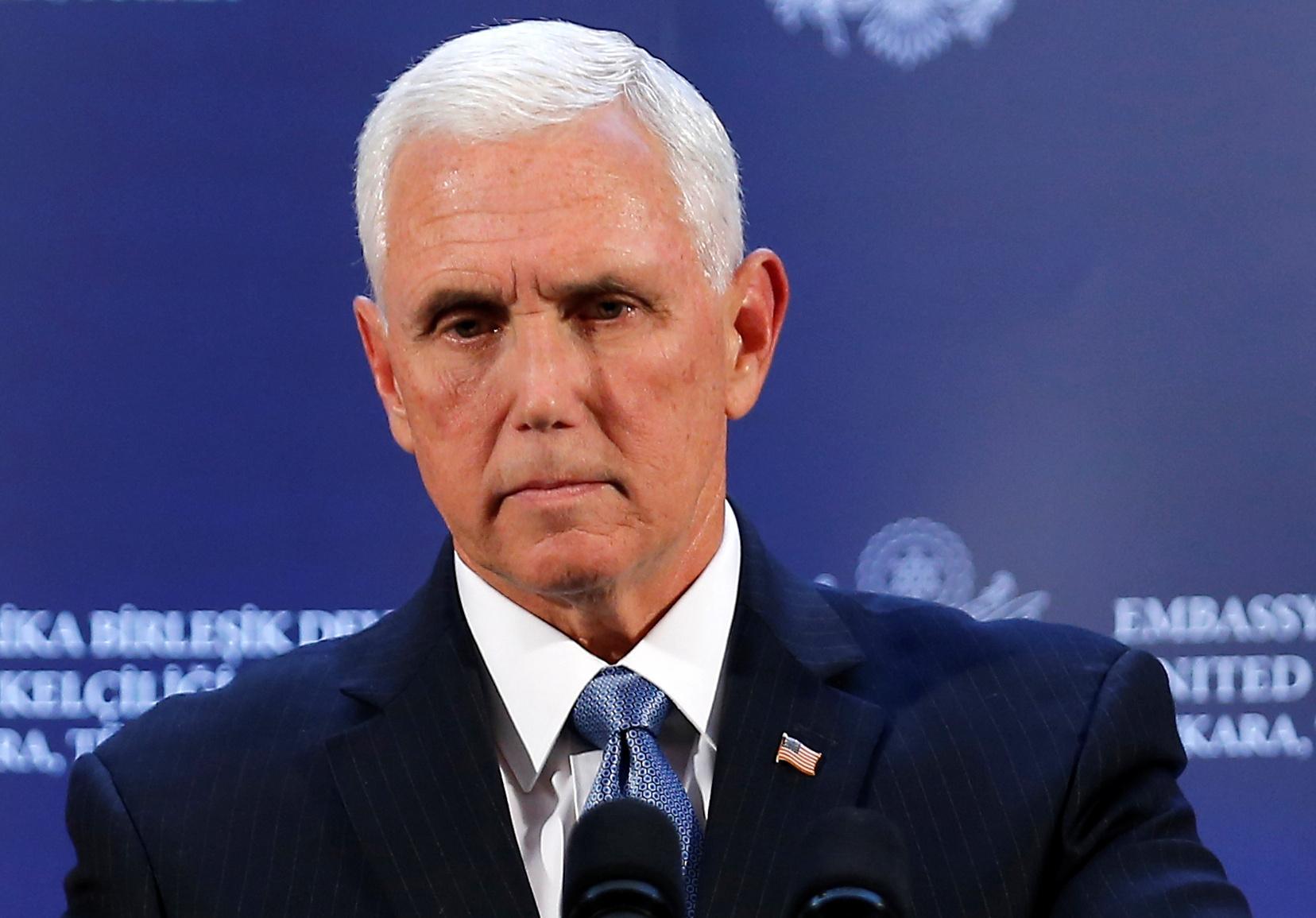 Phó Tổng Thống Mike Pence không viện dẫn Tu chính án thứ 25 để bãi nhiệm Tổng Thống Trump. Hạ Viện chuẩn bị tiến trình bỏ phiếu luận tội