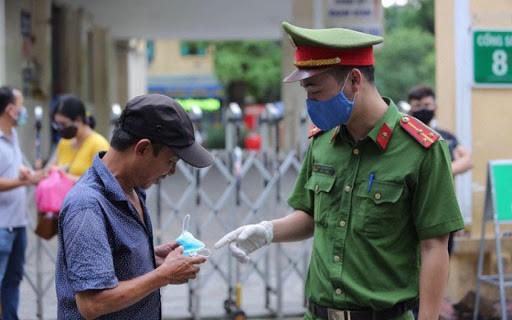 Nhà cầm quyền Hà Nội đưa ra án phạt tù chung thân cho người vi phạm quy định chống dịch