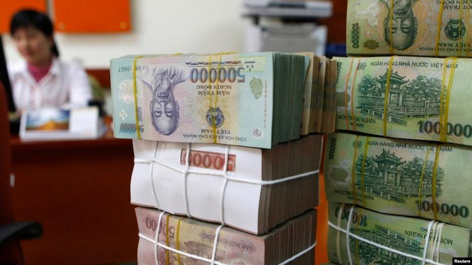 CSVN can thiệp bất thường vào thị trường tiền tệ để kìm giá tiền đồng