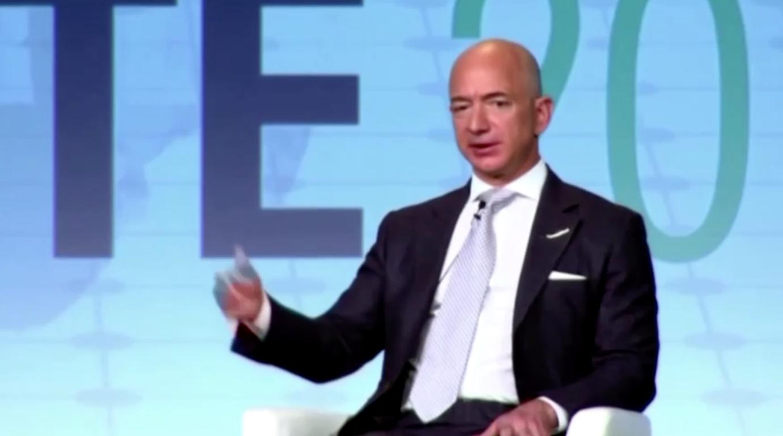 Jeff Bezos rời khỏi chức vụ điều hành Amazon