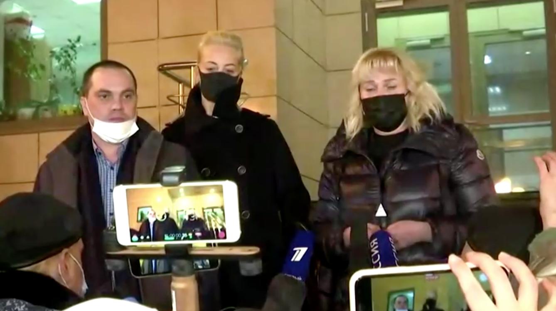 Vợ của nhà phê bình điện Kremlin bị bỏ tù vẫn giữ vững niềm tin chiến thắng với các đồng minh