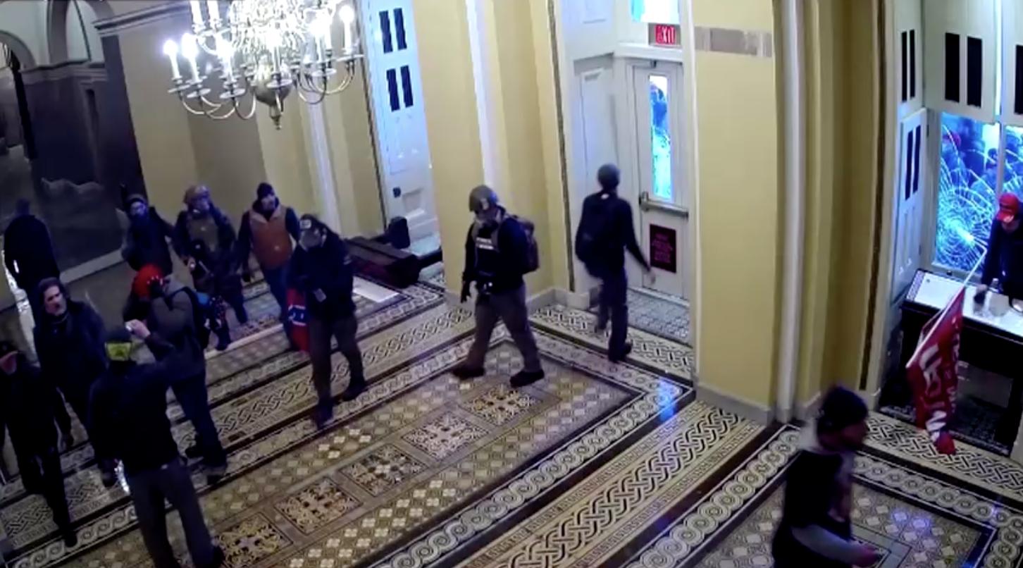 Bộ tư pháp Hoa Kỳbuộc tội người đàn ông đã phun hóa chất vào cảnh sát trong cuộc bạo động ởtòa nhà Quốc Hội