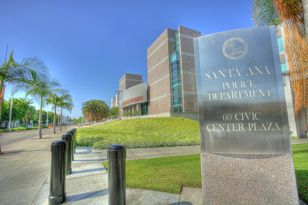 Cảnh sát Santa Ana thừa nhận nhận hối lộ bảo vệ các cơ sở kinh doanh bất hợp pháp