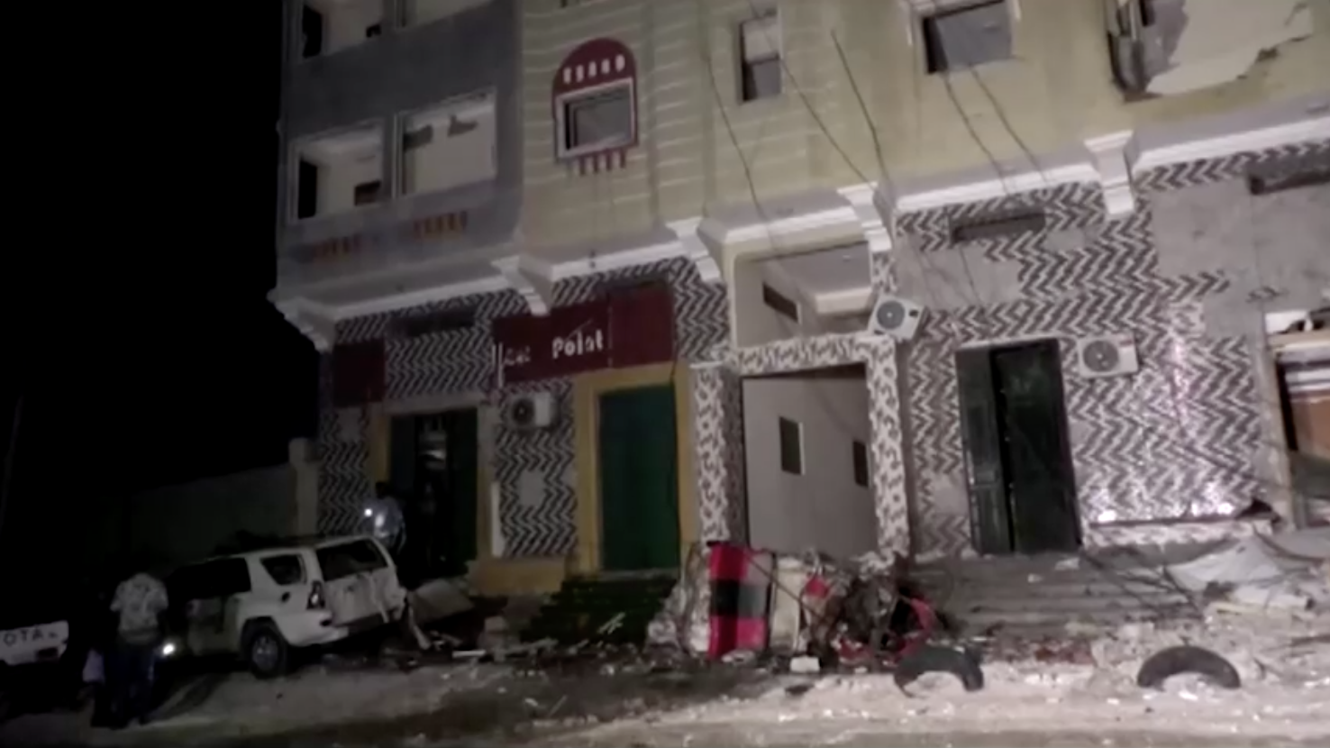 Ít nhất 20 người thiệt mạng trong vụ đánh bom xe liều chết gần nhà hàng ở thủ đô Somalia