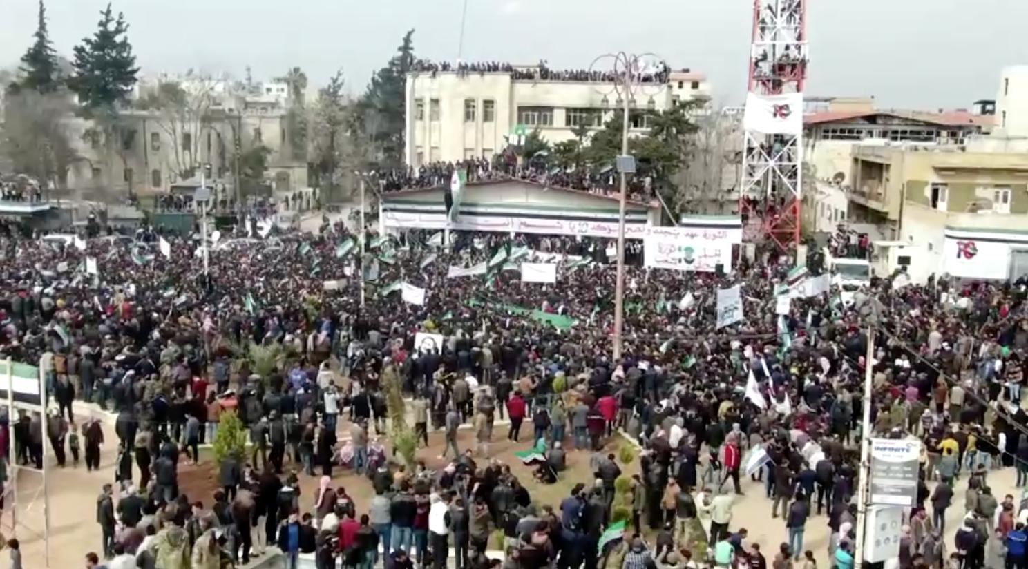 Hàng ngàn người diễn hành ở Idlib, Syria để đánh dấu 10 năm nổi dậy chống chính phủ