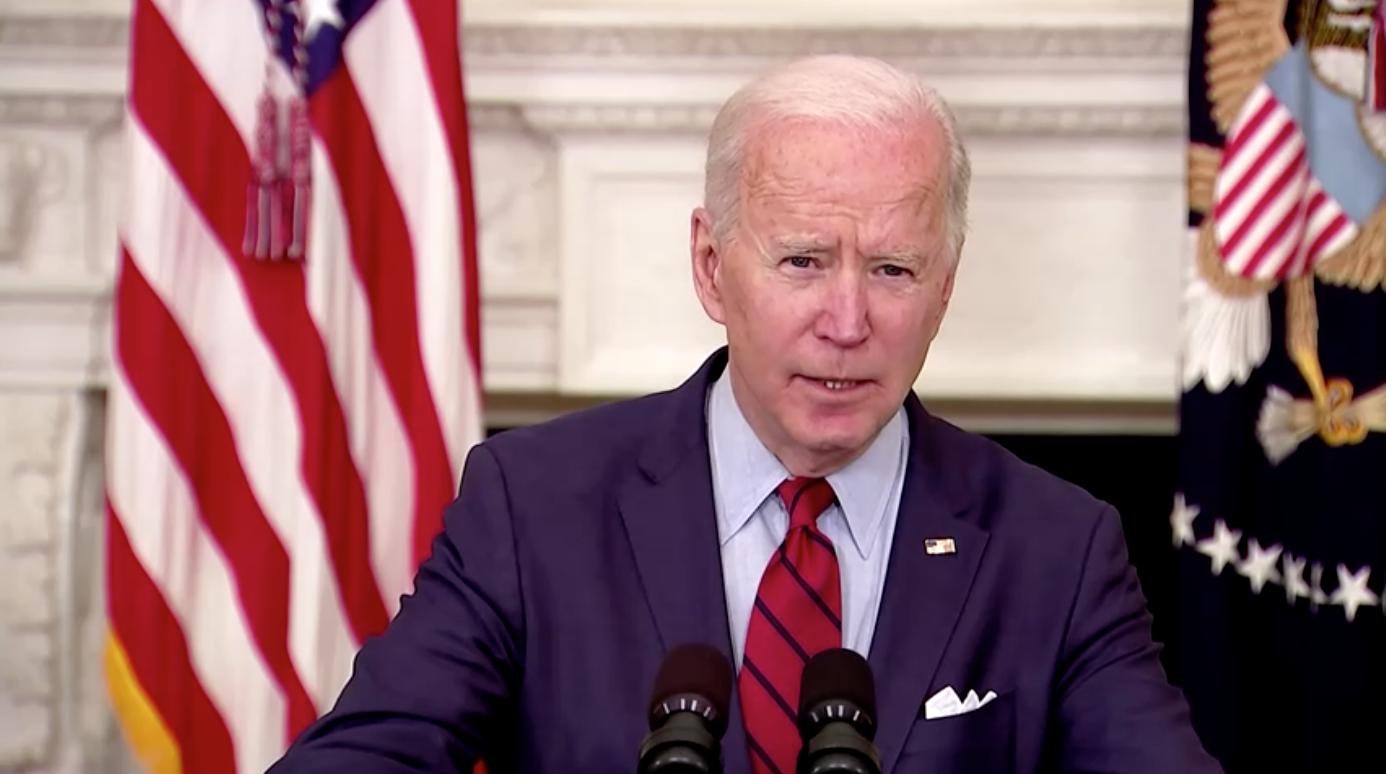 Tổng Thống Biden xem xét đưa ra lệnh hành pháp để kiểm soát súng đạn, kêu gọi Quốc Hội thông qua lệnh cấm vũ khí