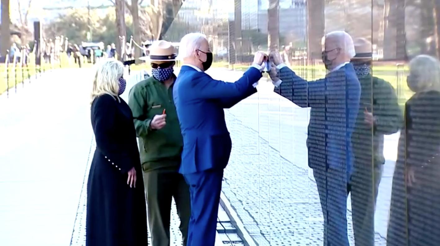 Tổng Thống Joe Biden viếng Đài tưởng niệm Chiến tranh Việt Nam