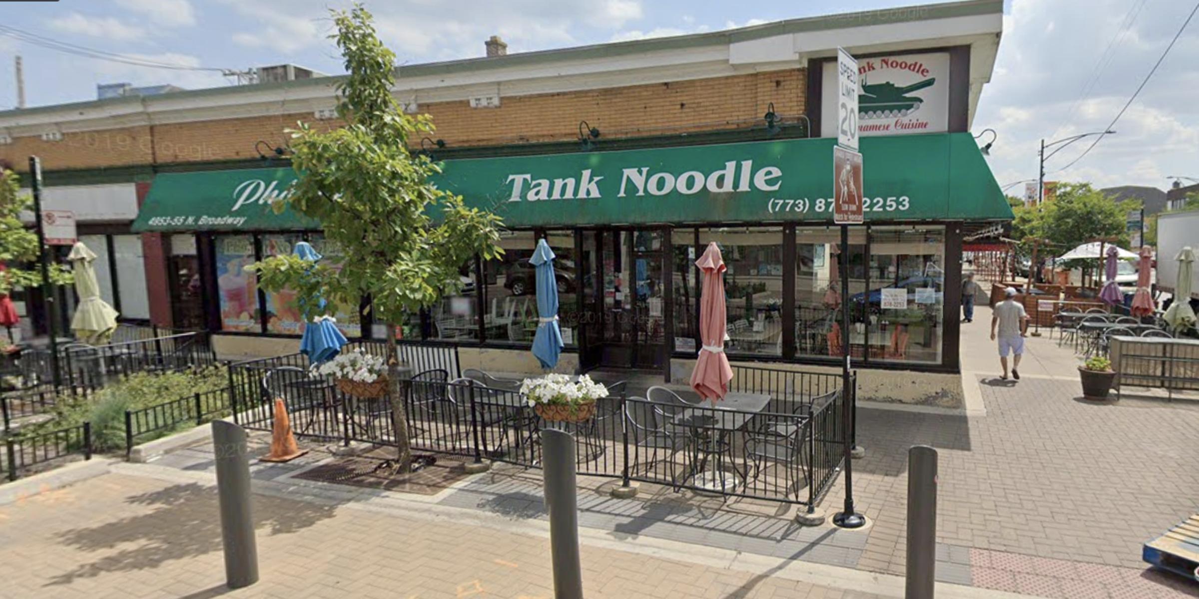 Nhà hàng Tank Noodle (phở xe tăng) hoàn trả 700,000 mỹ kim tiền lương cho các nhân viên sau cuộc điều tra của bộ lao động
