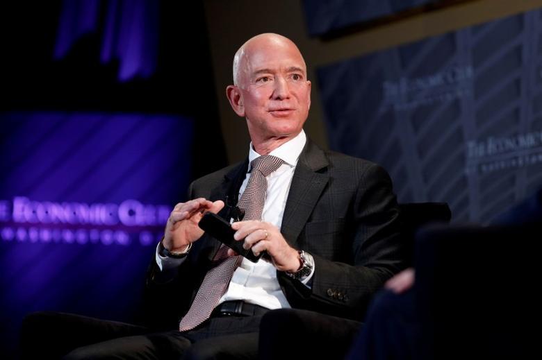 """Jeff Bezos ca ngợi dự luật cho phép các """"Dreamers"""" trở thành công dân Hoa Kỳ"""