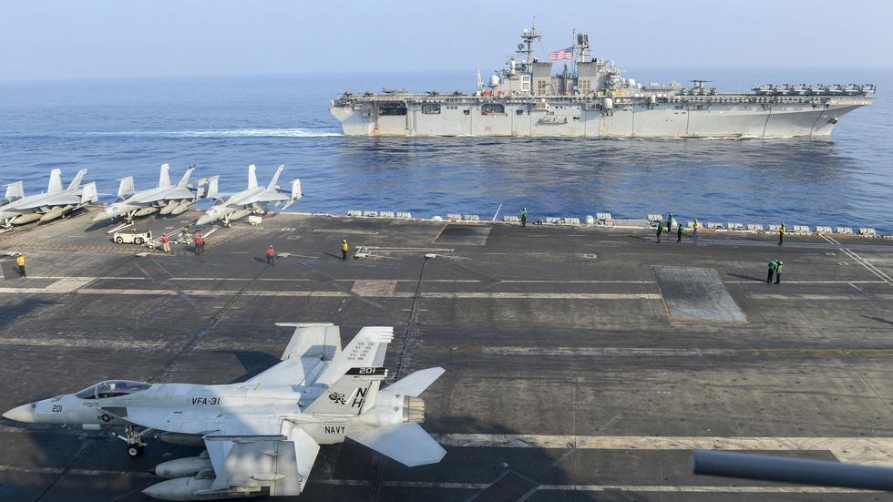 Hải Quân Hoa Kỳ bám sát đội hình hàng không mẫu hạm Trung Cộng trên biển