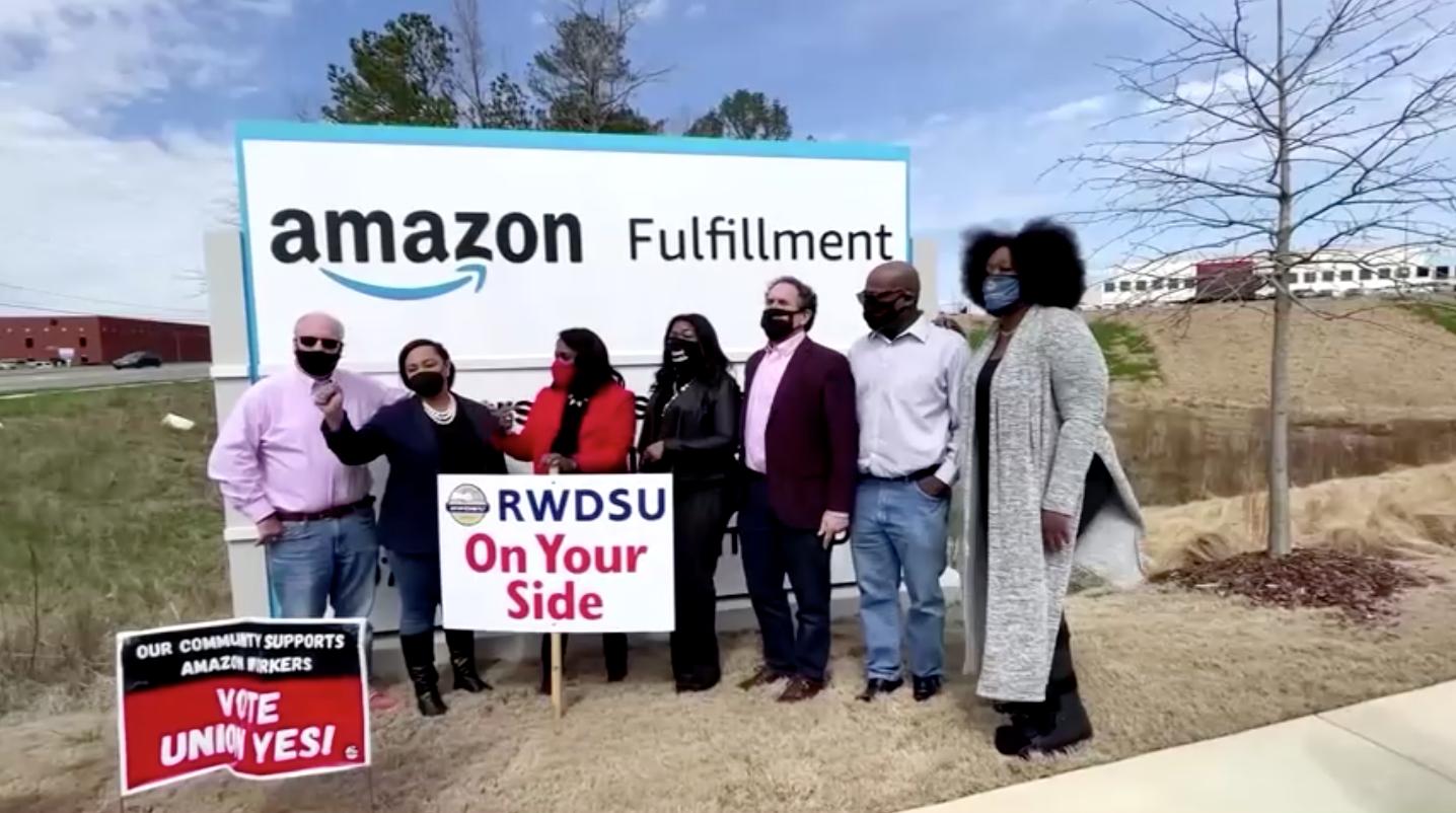 Amazon thừa nhận vấn đề các tài xế giao hàng của công ty phải đi tiểu trong chai
