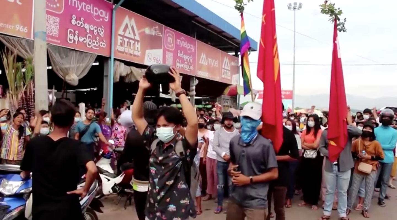 Những người biểu tình Myanmar sử dụng trứng Phục Sinh để chống lại quân đội cầm quyền