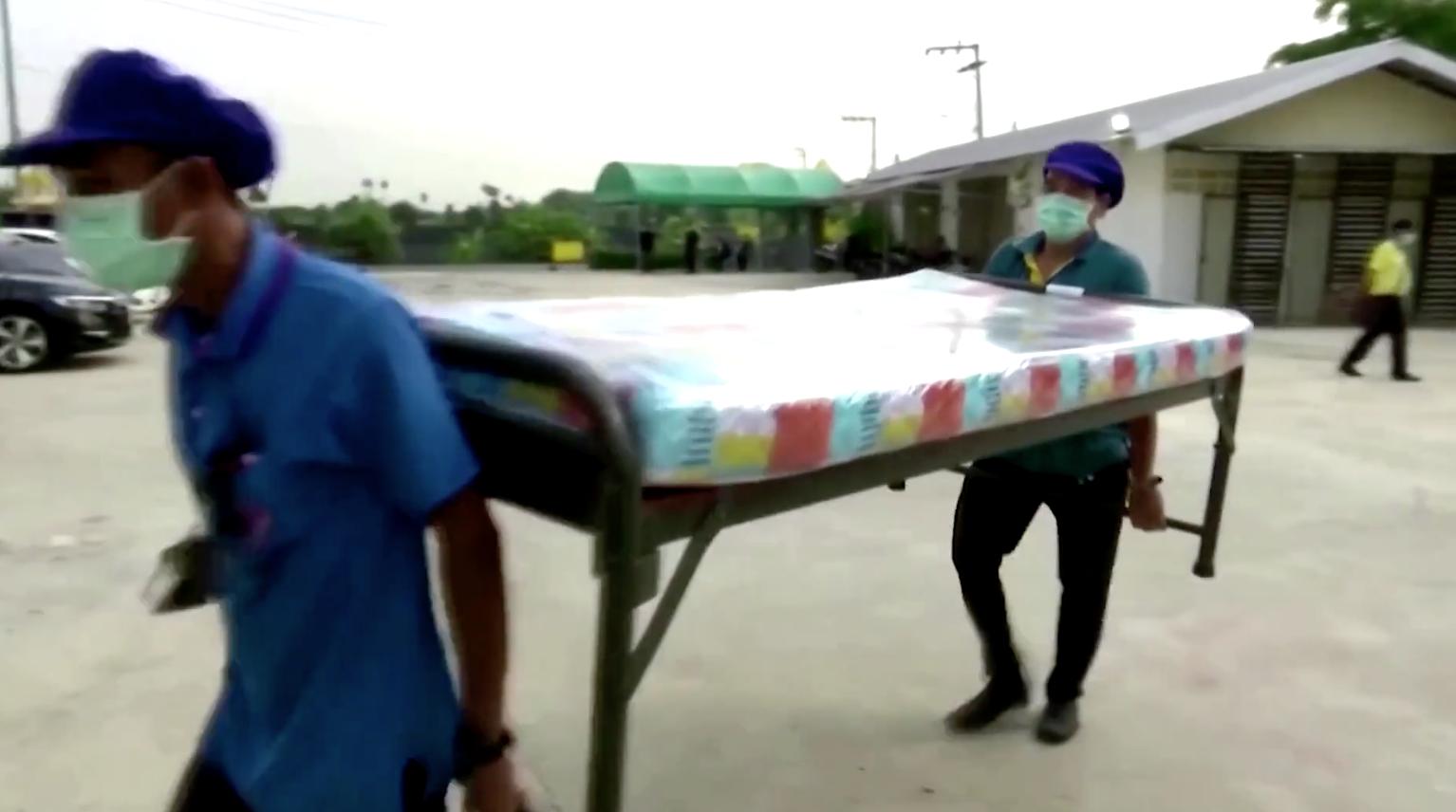 Bangkoklậpkế hoạch bố trí 10,000 giường bệnh dã chiến khi số ca nhiễm COVID-19 tăng đột biến