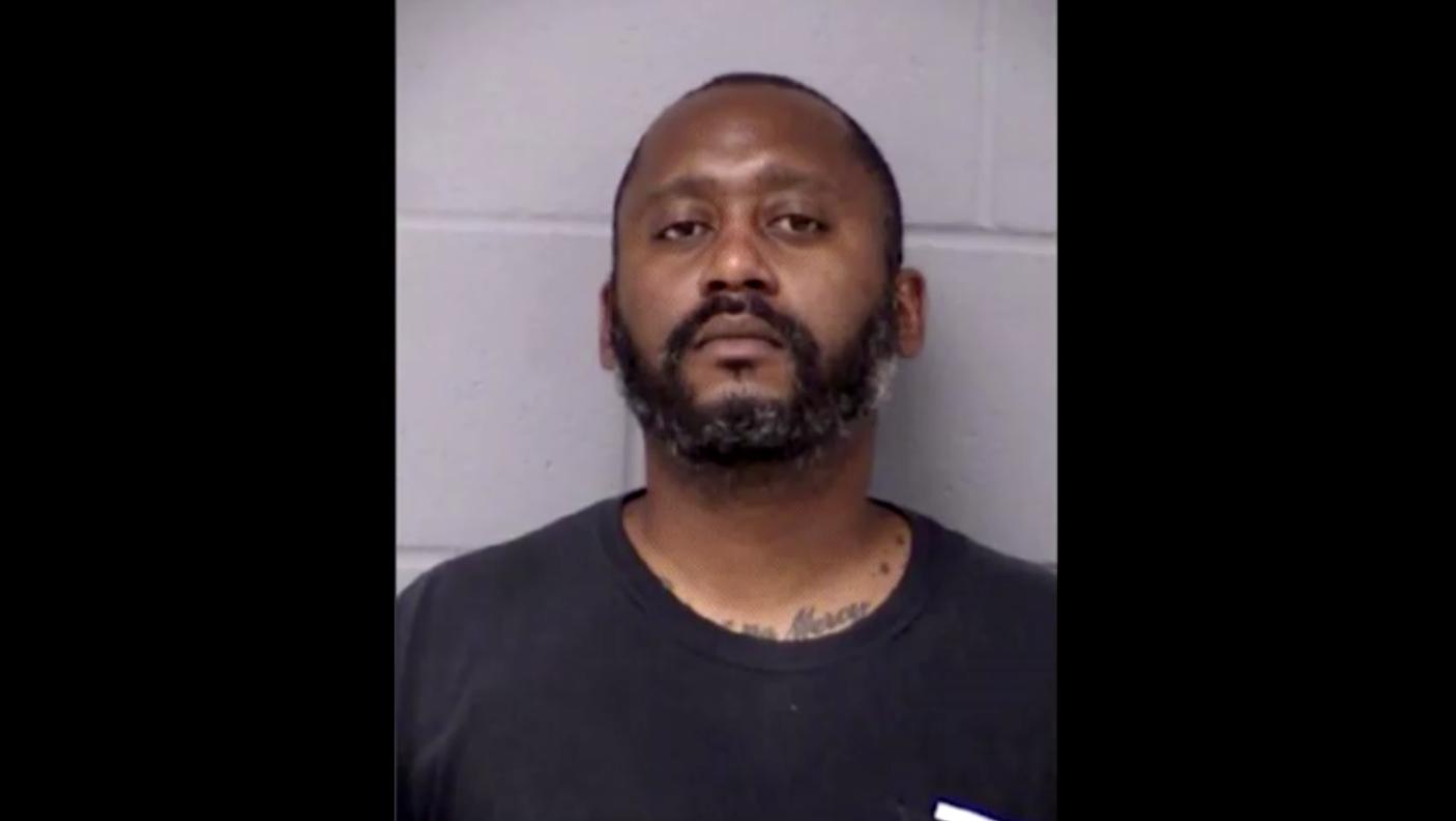 Cảnh sát xác nhận một cựu thám tử là nghi can giết bắn chết 3 người ở Texas