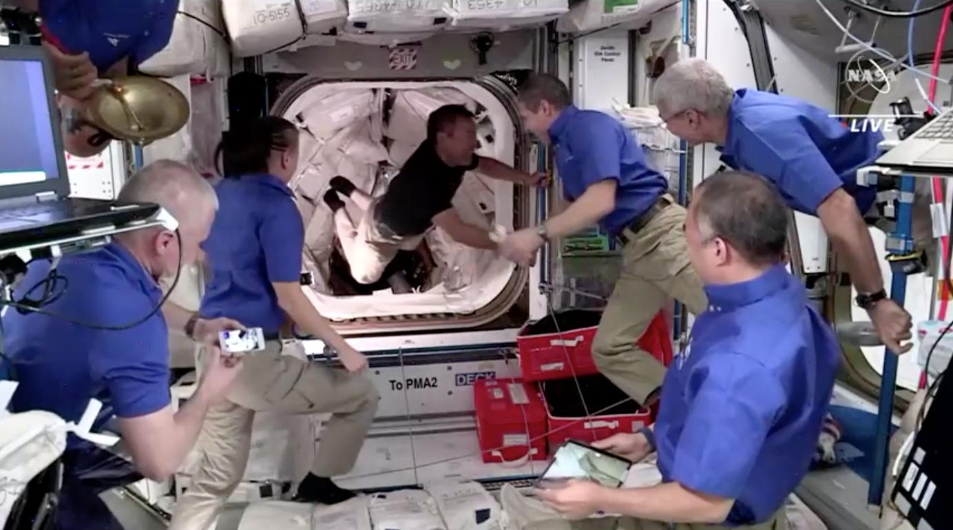 Phi hành đoàn SpaceX đã đến trạm không gian quốc tế