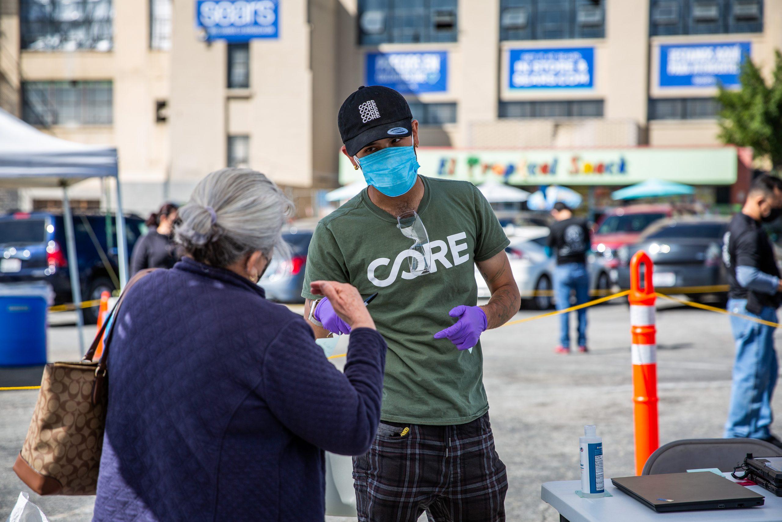 CORE (Community Organized Relief Effort) tung ra chiến dịchđây là thời điểmLos Angeles