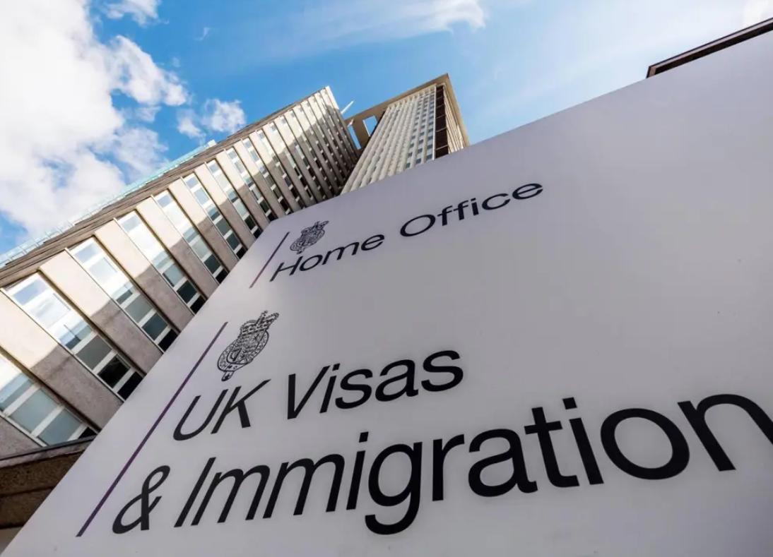 Bộ Nội Vụ Vương Quốc Anh điều hành chuyến bay trục xuất về Việt Nam đầu tiên