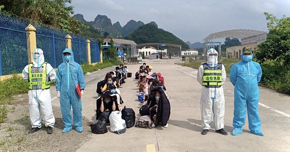 40 người dân Việt Nam sang Trung Cộng tìm kiếm việc làm bị trục xuất về nước thì bị phạt tiền