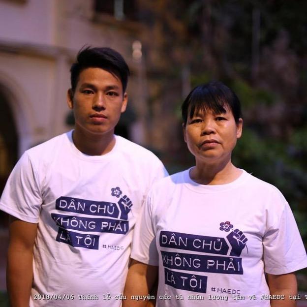 Hai nhà hoạt động nhân quyền Cấn Thị Thêu và con trai Trịnh Bá Tư bị kết án tổng cộng 16 năm tù giam