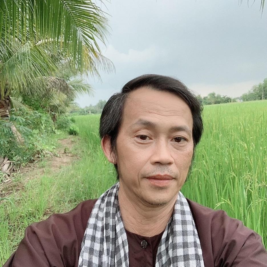 Nghệsỹ hài Dương Hoài Linh bị chỉ trích vì giữ số tiền gần 15 tỷ đồng từ thiện cho miền Trung