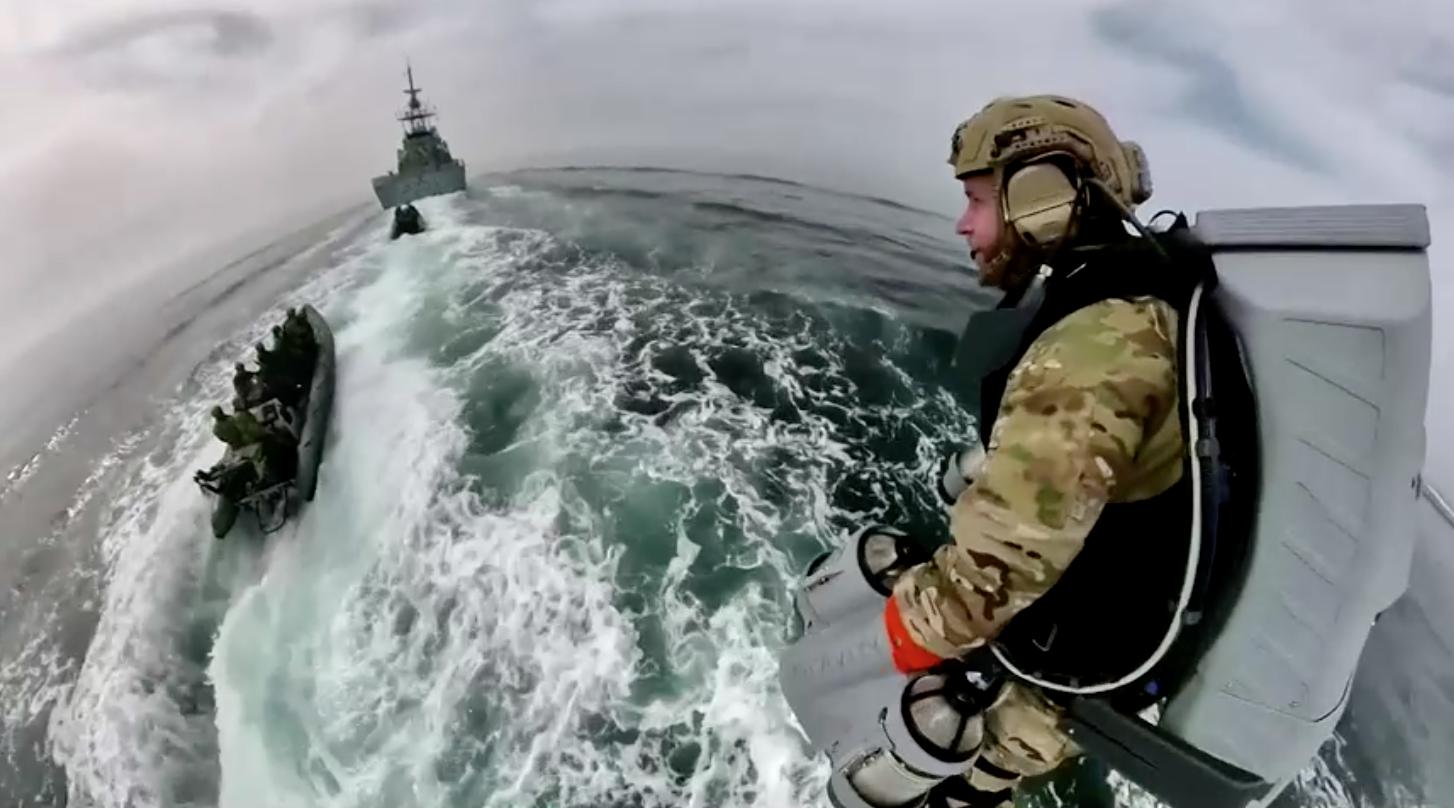 Hải quân Anhthử nghiệmbộ đồ bay phản lựctrong cuộc tập trận
