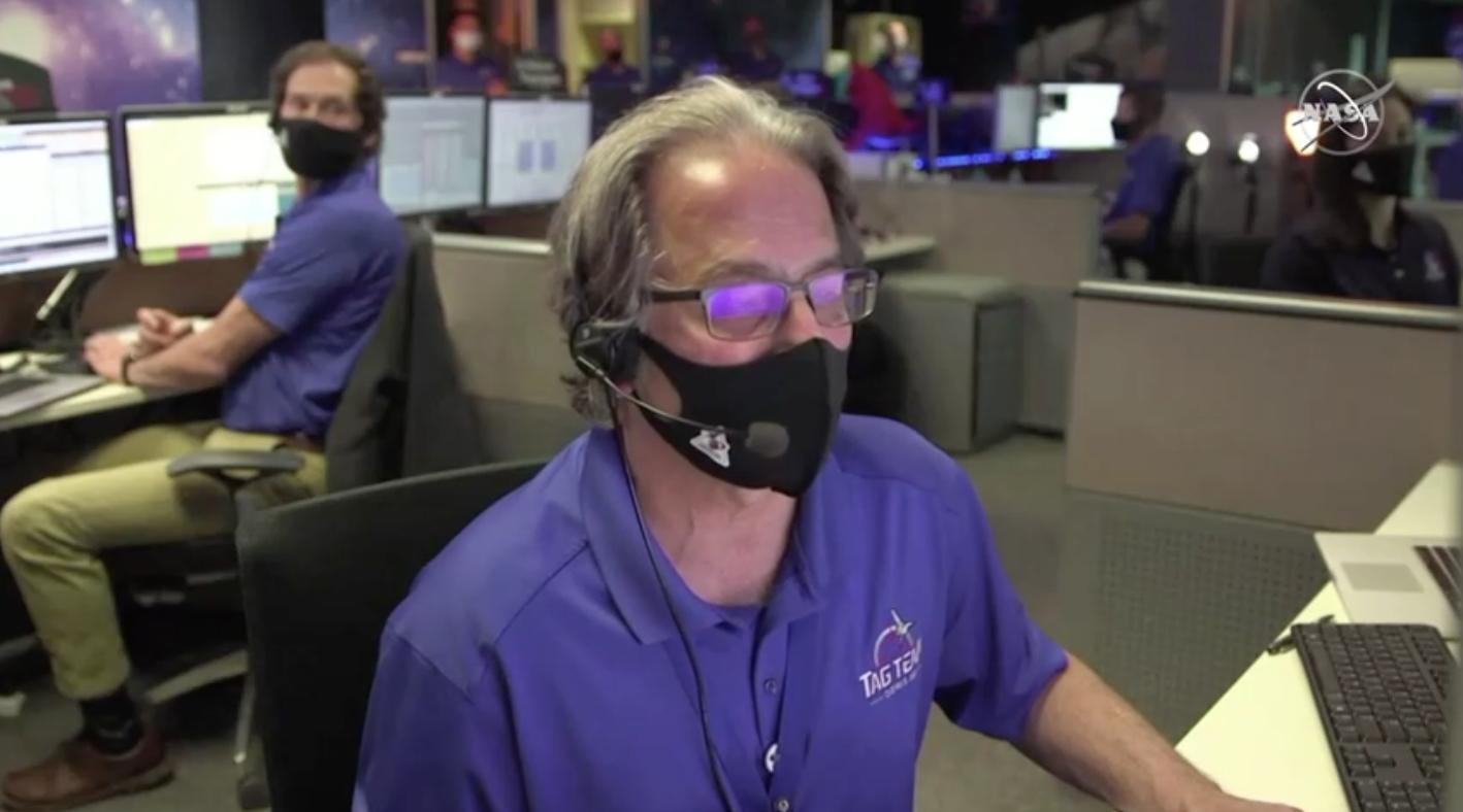 Phi thuyền không gian NASA bắt đầu hành trình quay về trái đất