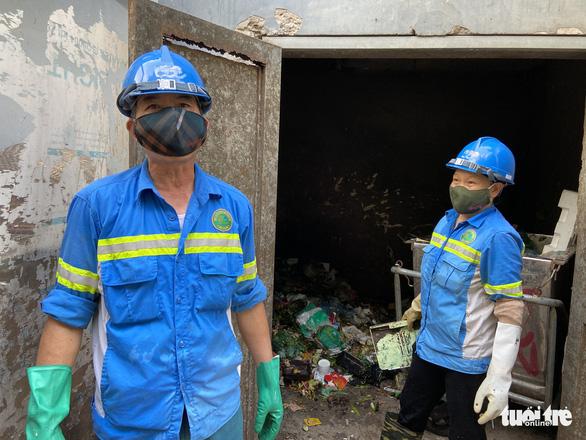 Nhiều công nhân môi trường ở Hà Nội bị nợ lương, phải vay nợ, lượm ve chai để sống