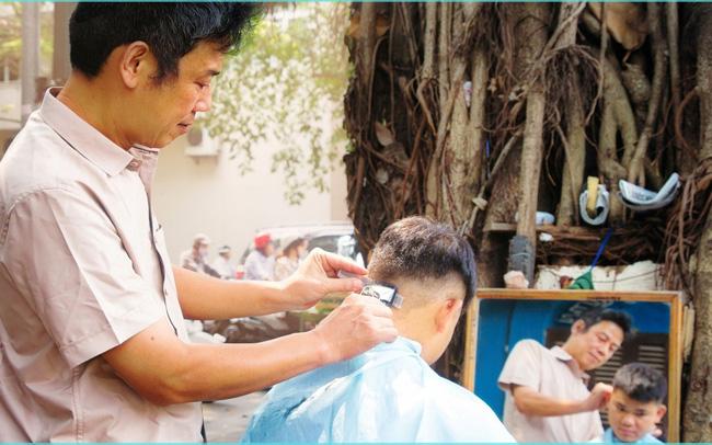 Hàng loạt các nghề như cắt tóc, may đồ chuẩn bị phải đóng thuế cho nhà cầm quyền