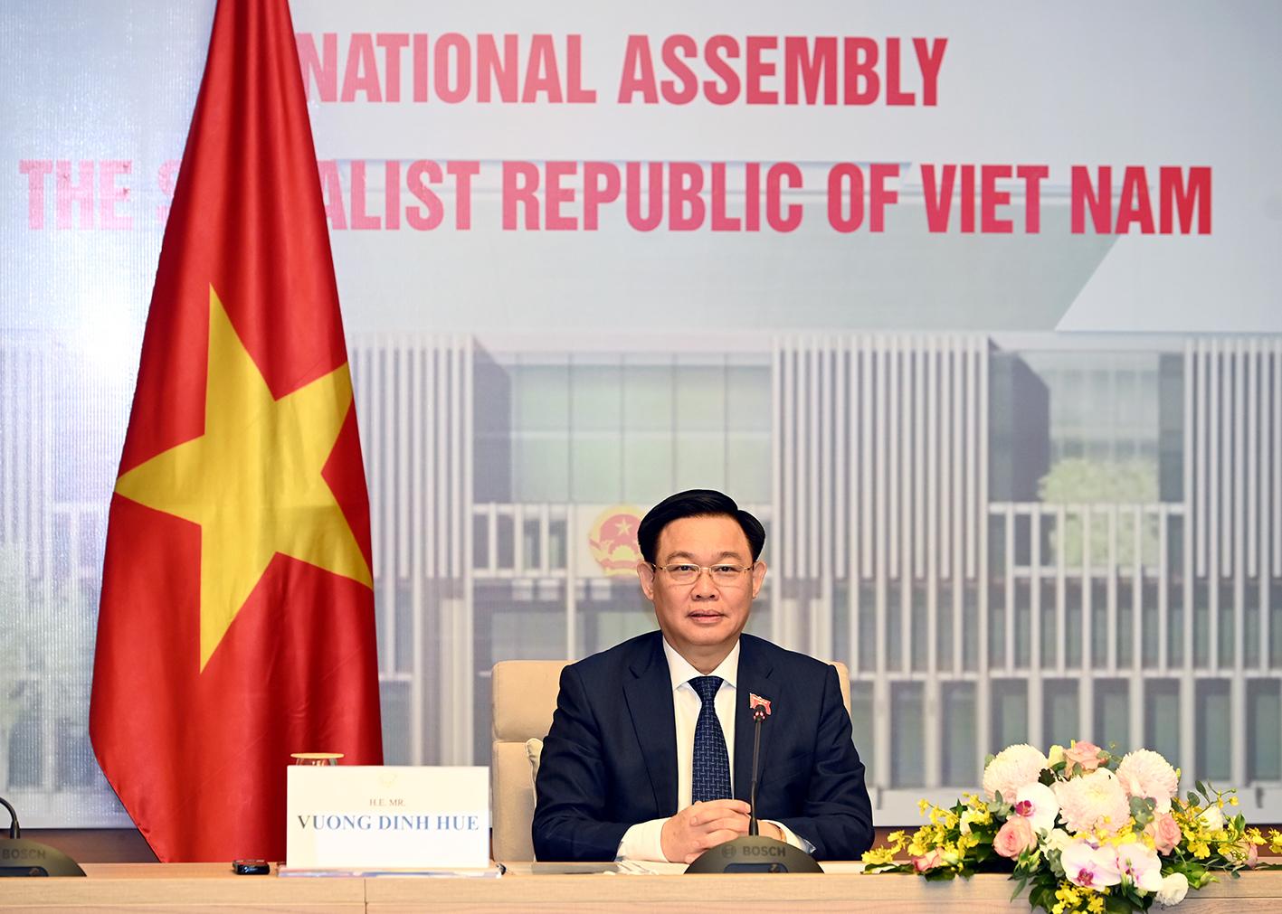 Chủ tịch Quốc hội CSVN đề nghị Trung Cộng giúp chống dịch và vaccine COVID-19
