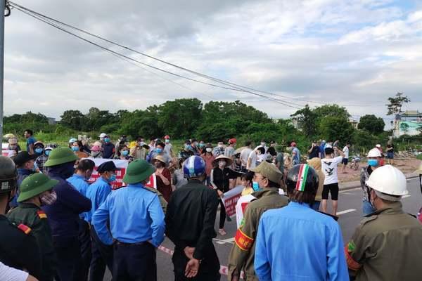 Bất chấp dịch, nhà cầm quyền Hải Phòng huy động cả ngàn người đi phá hàng trăm nhà dân để cướp đất