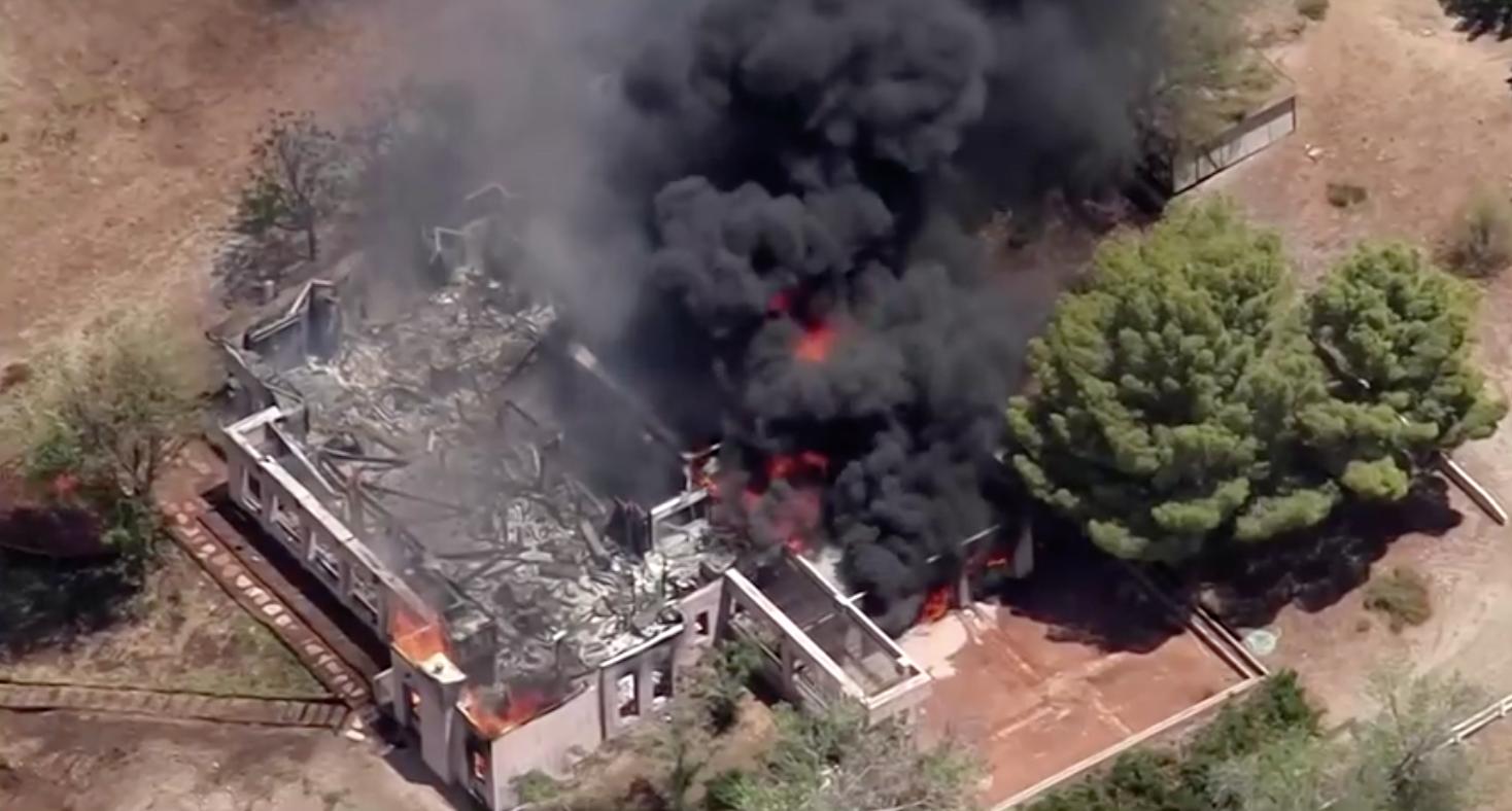 Mộtlính cứu hỏa nổ súng sát hại đồng nghiệp, đốt nhà rồi tự tử