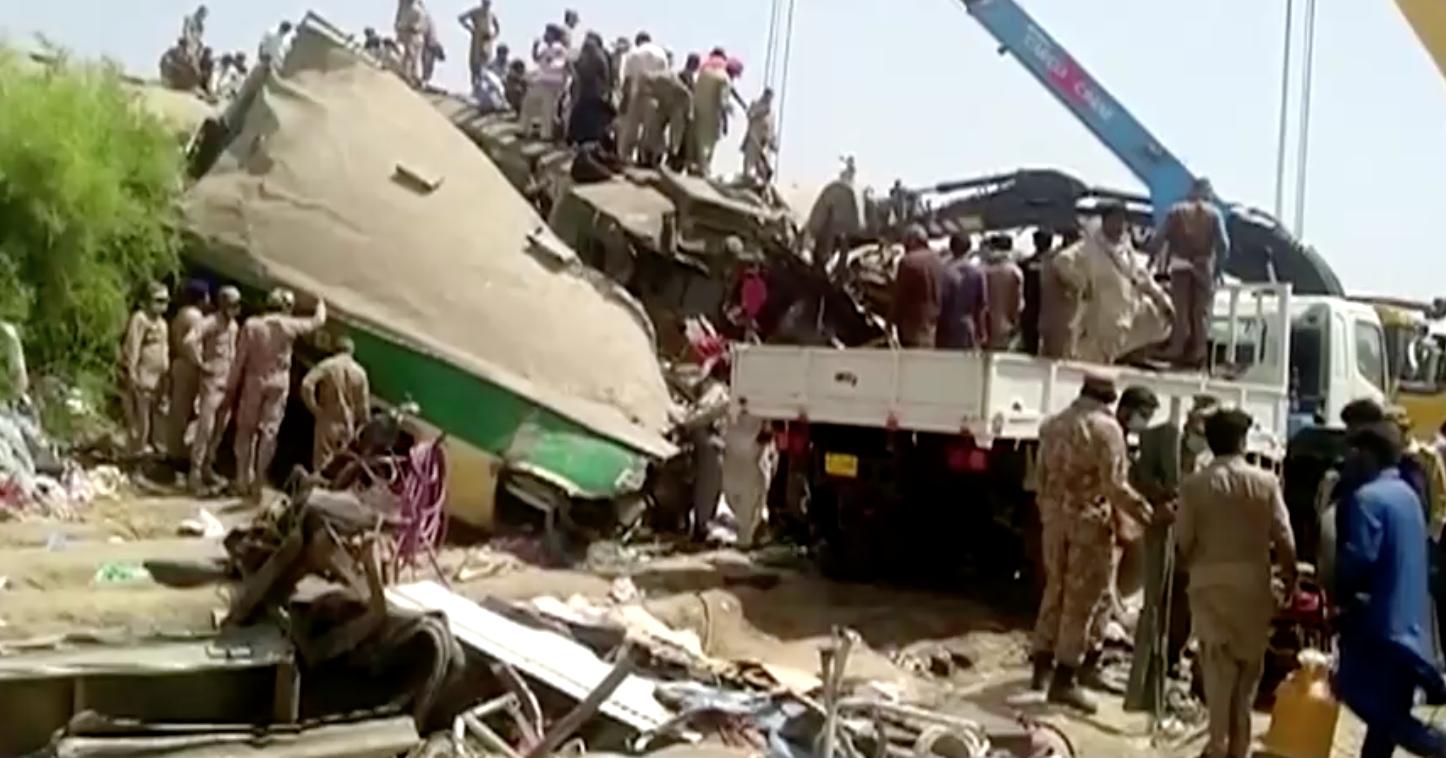 Vụ tai nạn xe lửa ở Pakistan khiến ít nhất 40 người thiệt mạng