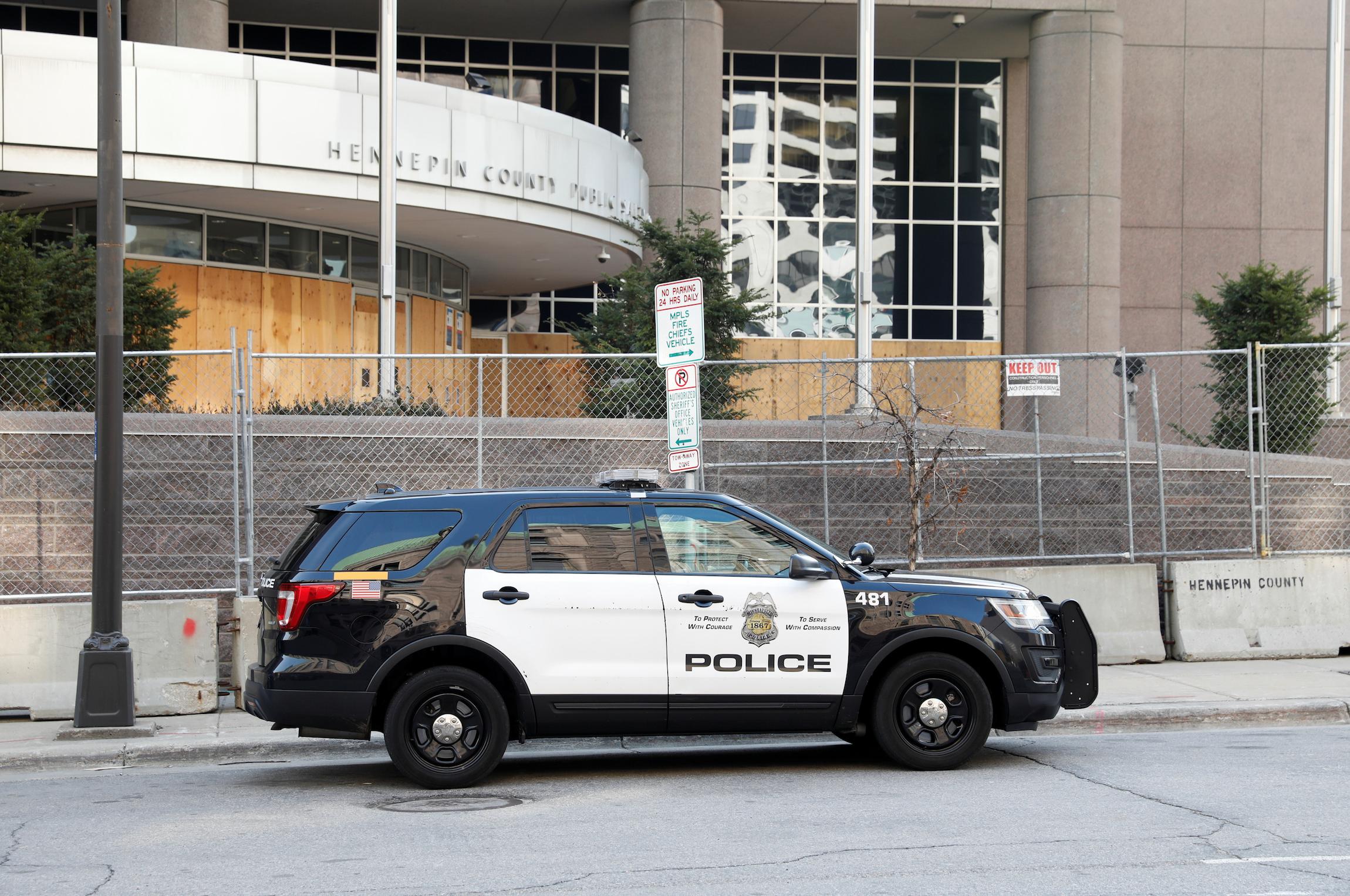 Một viên chức cảnh sát ở thành phố Garden Grove bị buộc tội đánh đập và đe dọa người vô gia cư