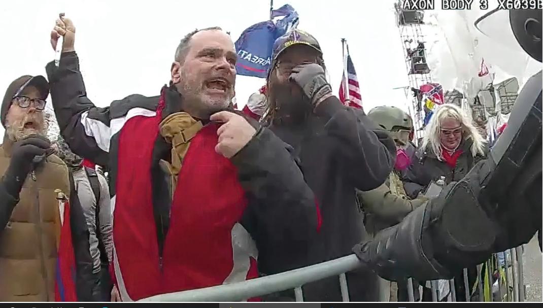 Các đoạn video xoay quanh cuộc bạo loạn ngày 6 tháng 1 được công bố