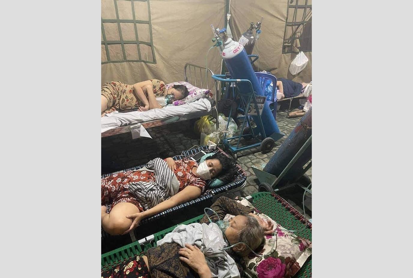 Nhân viên y tế bệnh viện điều trị COVID-19 tuyên bố nghỉ vì thiếu thiết bị y tế và lãnh đạo bệnh viện không dám đi khảo sát bệnh