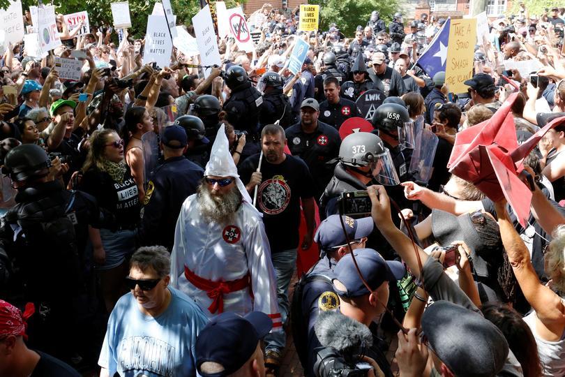 Thượng Viện tiểu bang Texas thông qua dự luật loại bỏ yêu cầu dạy Ku Klux Klan là tổ chức 'sai về mặt đạo đức'