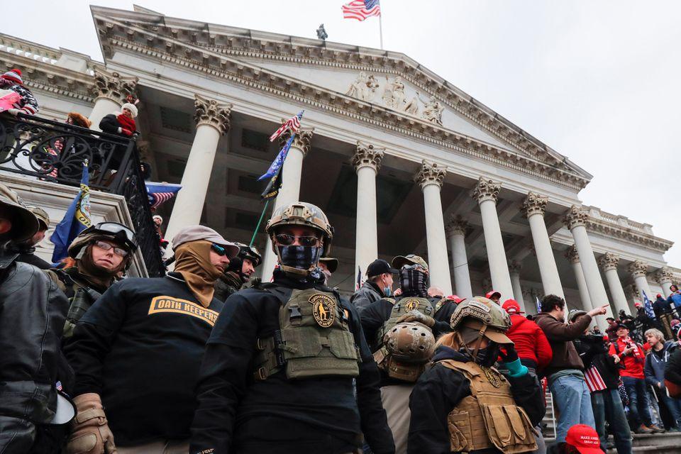 Một người đàn ông có liên quan đến nhóm dân quân Oath Keepers thừa nhận đã tham gia cuộc bạo loạn tại tòa nhà Quốc Hội Hoa Kỳ