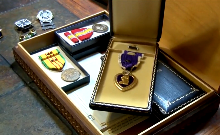 Thẻ bài quân nhân Hoa Kỳ bị thất lạc vào năm 1967 được trao trả cho cựu chiến binh ở Long Island, New York