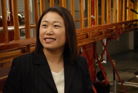 Dân Biểu Janet Nguyễn cùng các đồng viện và Thống Đốc Newsom ký thông qua AB 131 nhằm hỗ trợ các chương trình chăm sóc trẻ em California