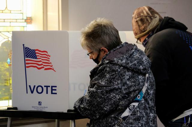 Các viên chức bầu cử Philadelphia từ chối yêu cầu điều tra máy đếm phiếu của đảng Cộng Hòa